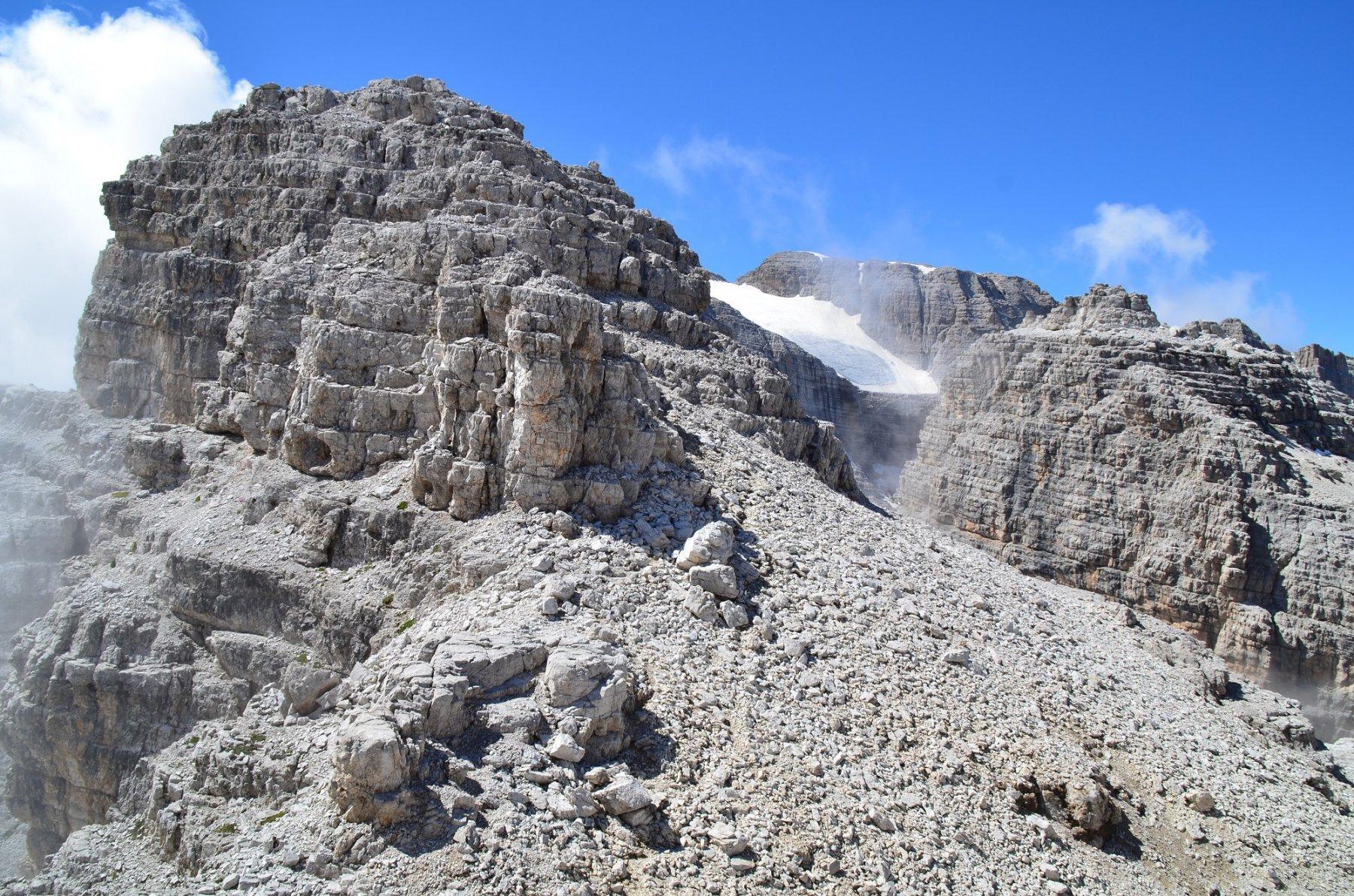 Rocca delle Val Perse dal passo. Versante nord di salita