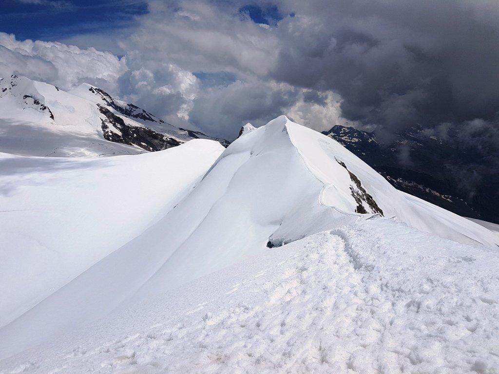 Tutta la cresta percorsa vista dalla cima.