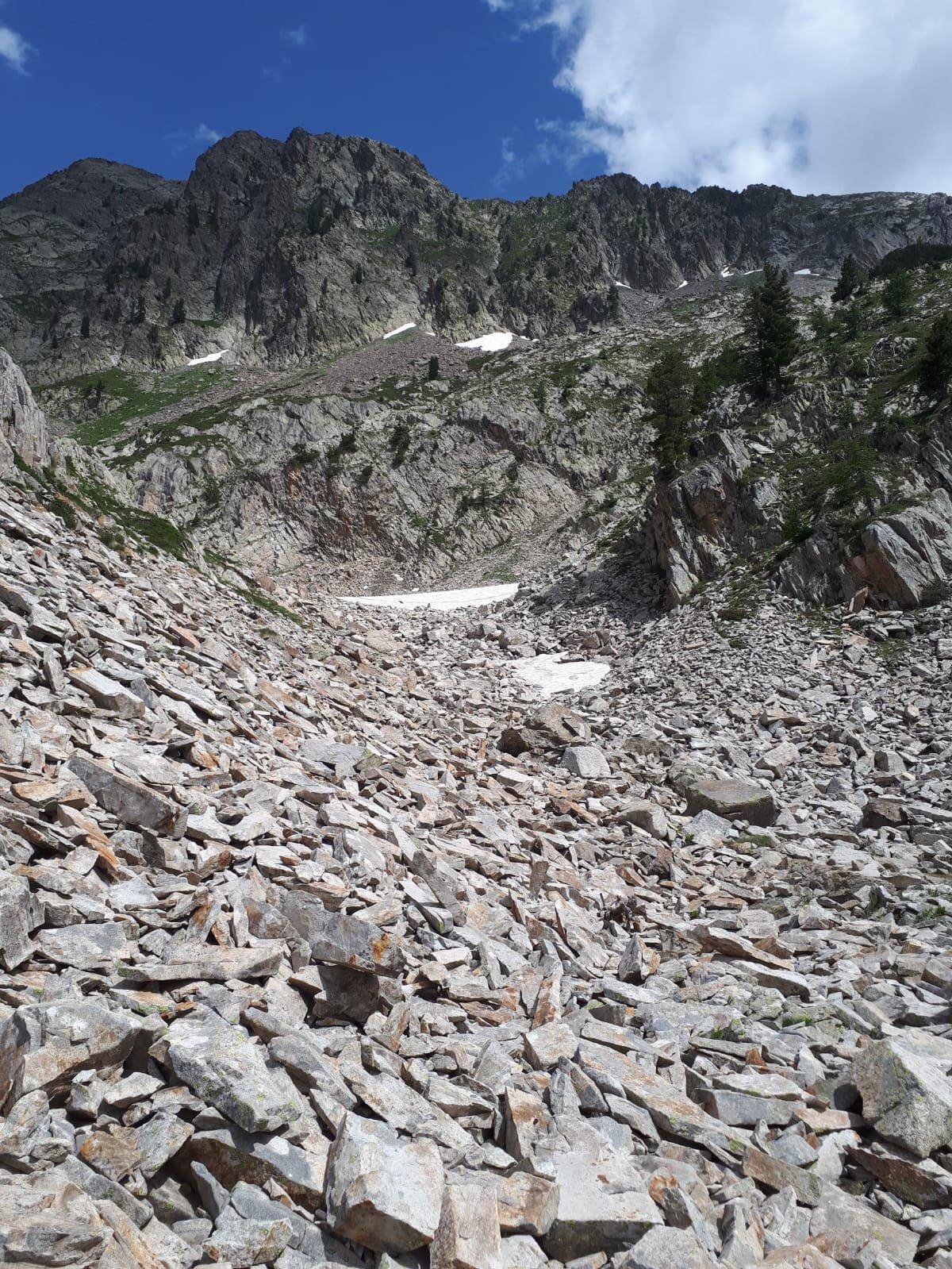 L'attacco cengia visto dal lago di Valcuca
