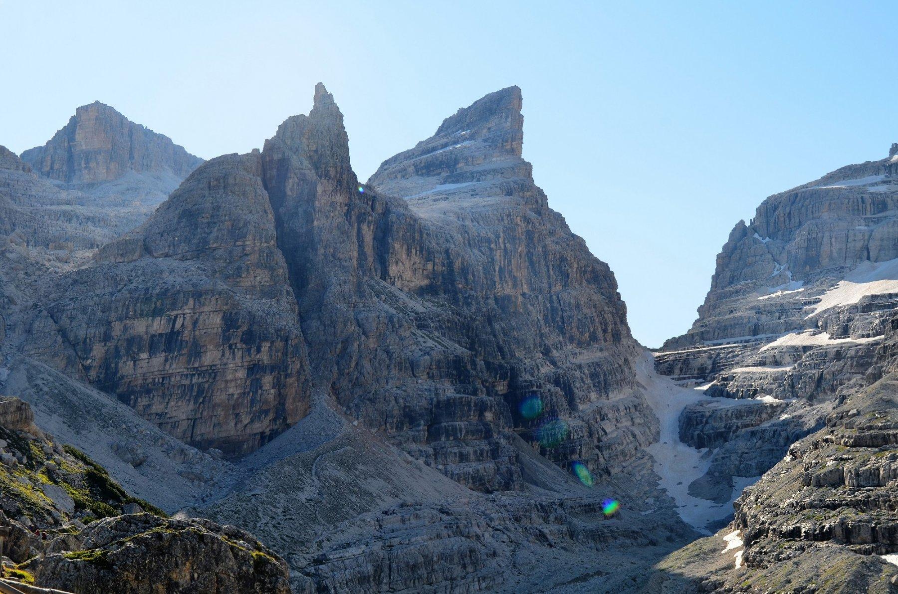 Da sinistra, Campanile di Vallesinella, Castelletto Inferiore, Cima Sella, vedretta di Tuckett