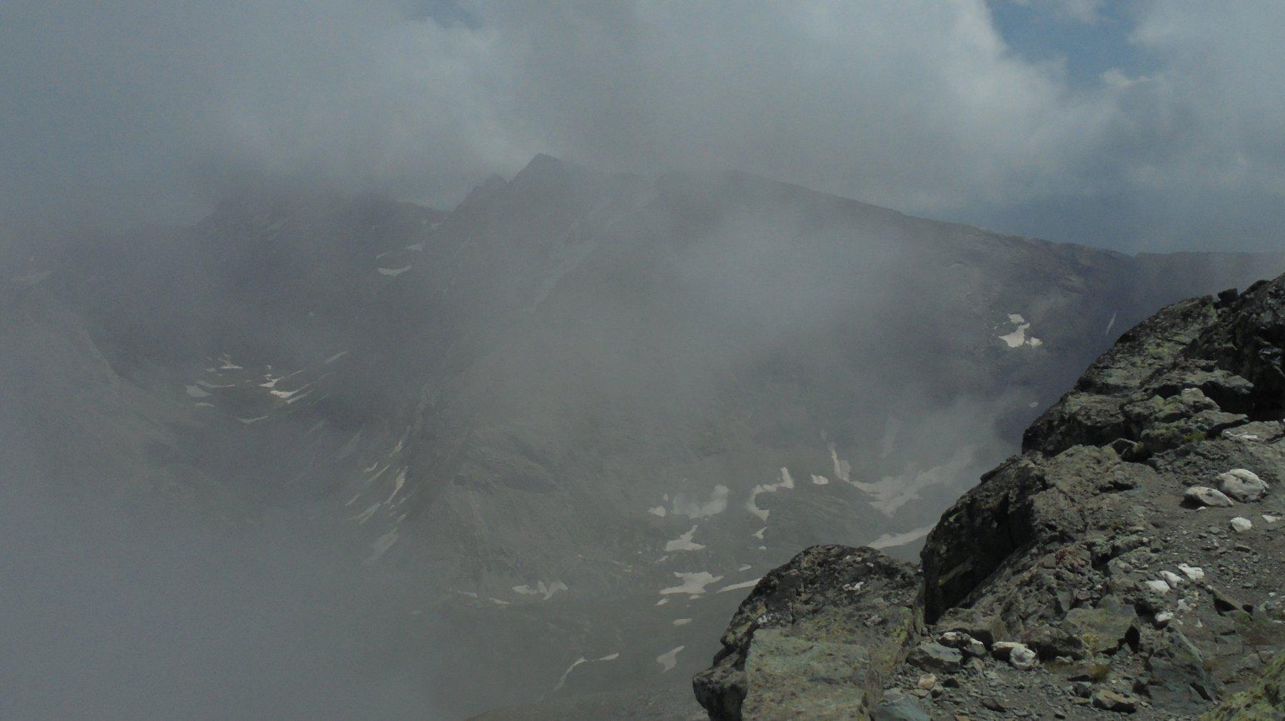 Visibilità nulla verso il vallone dei laghi dell'Albergian