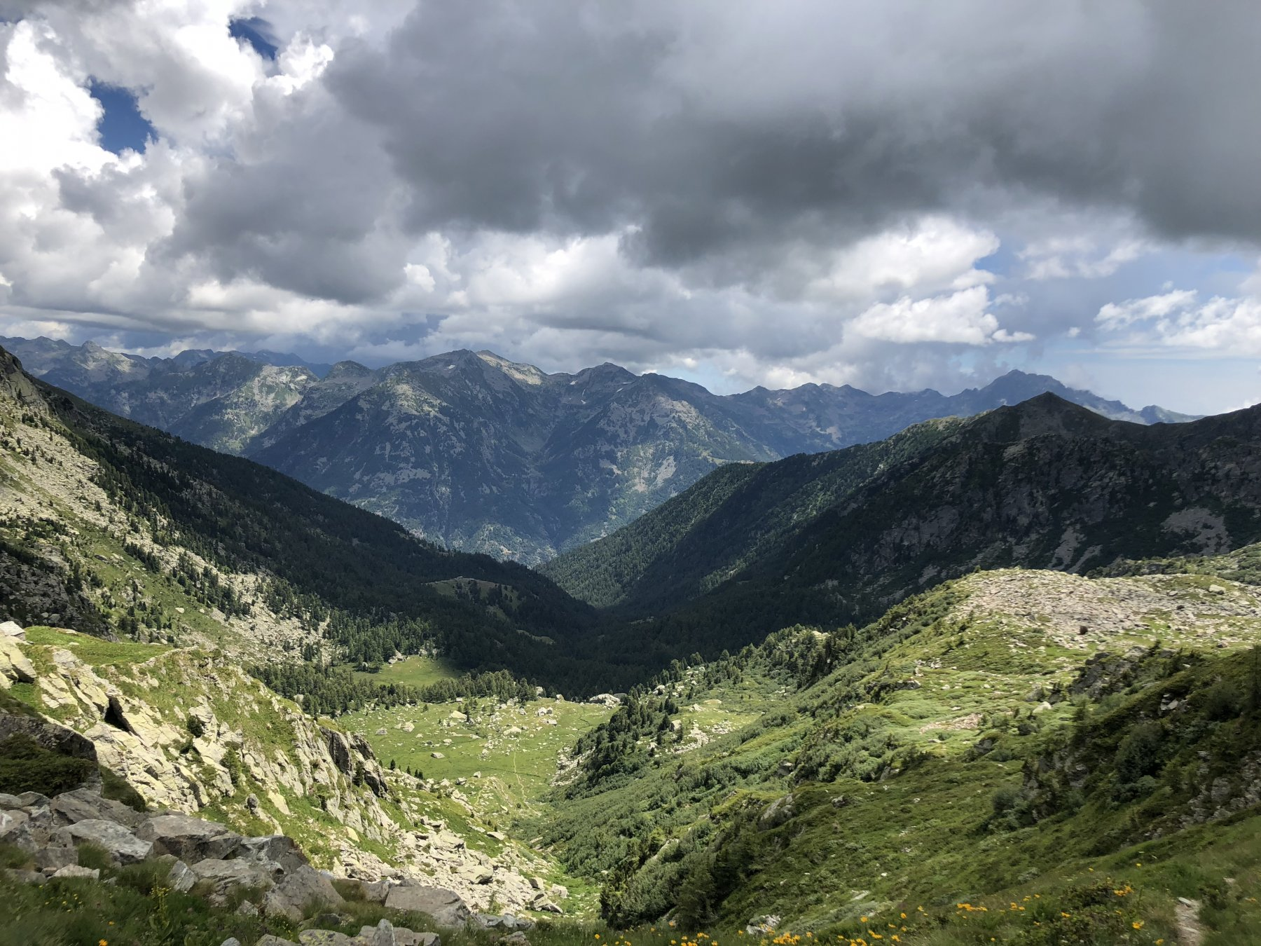 Dal colle verso Munes; davanti il Monte cresto