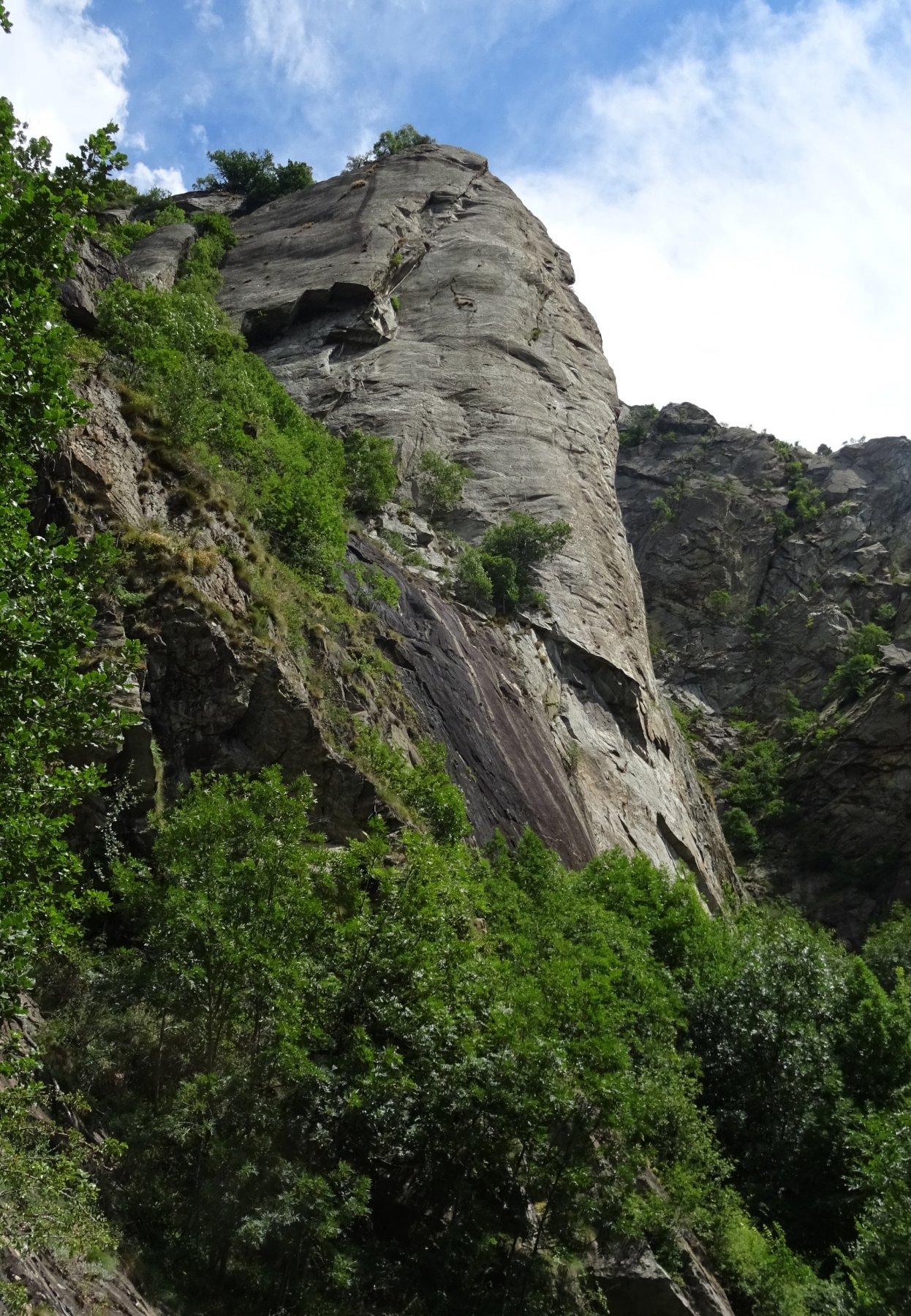 Il mitico Pilastro visto dal sentiero