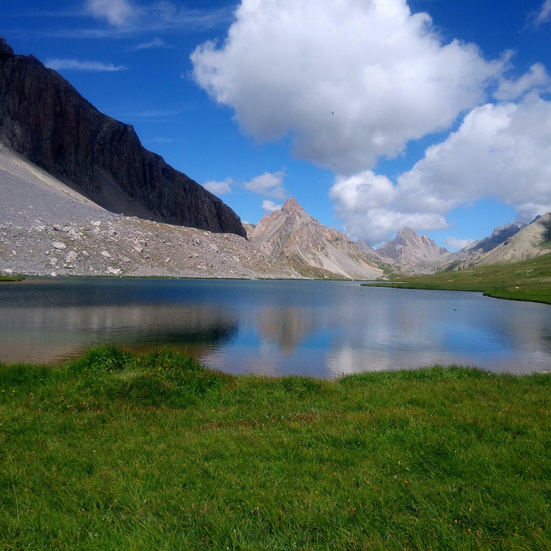 lo splendido lago dell' oronaye...