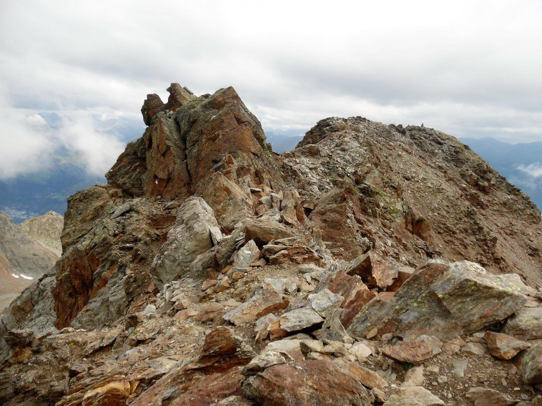 Passaggio attrezzato a sinistra delle rocce (visto al ritorno)