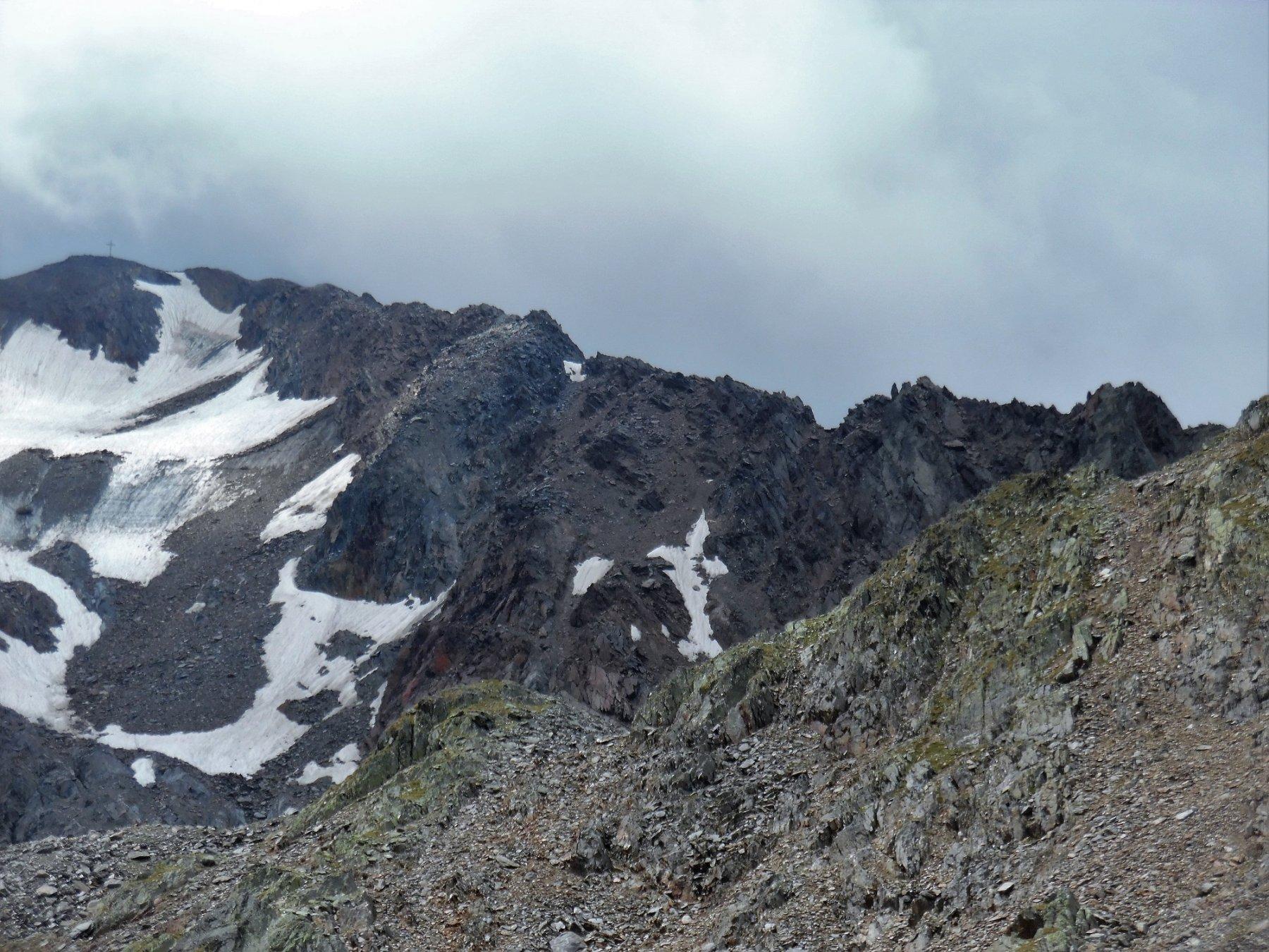 Croce dell'Orecchia di Lepre a sinistra e Cresta Azzurra a destra