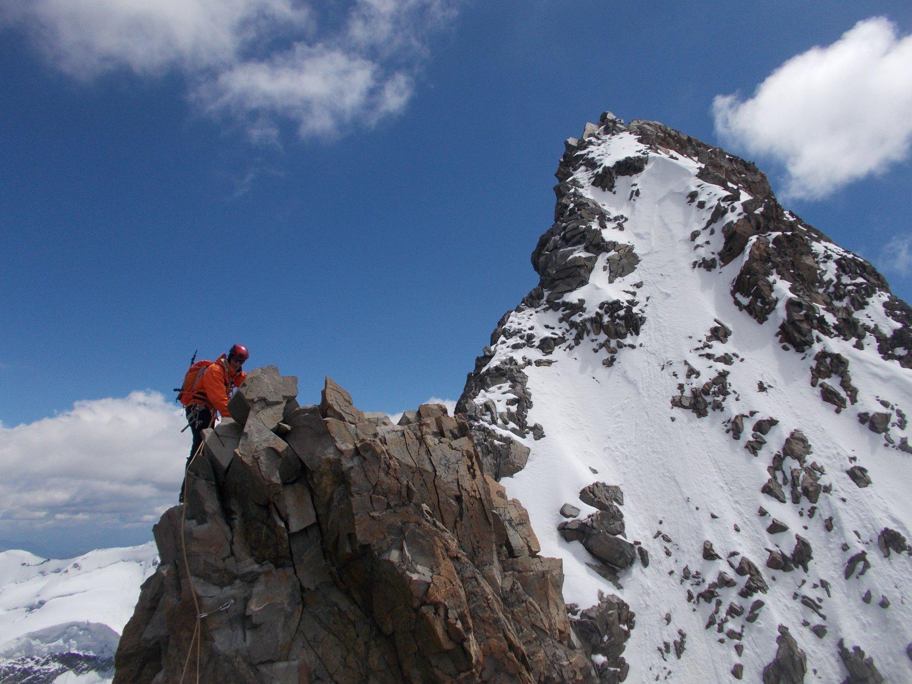 ultime difficolta' su roccia..e ormai vicina imponente sulla dx la vetta Svizzera..
