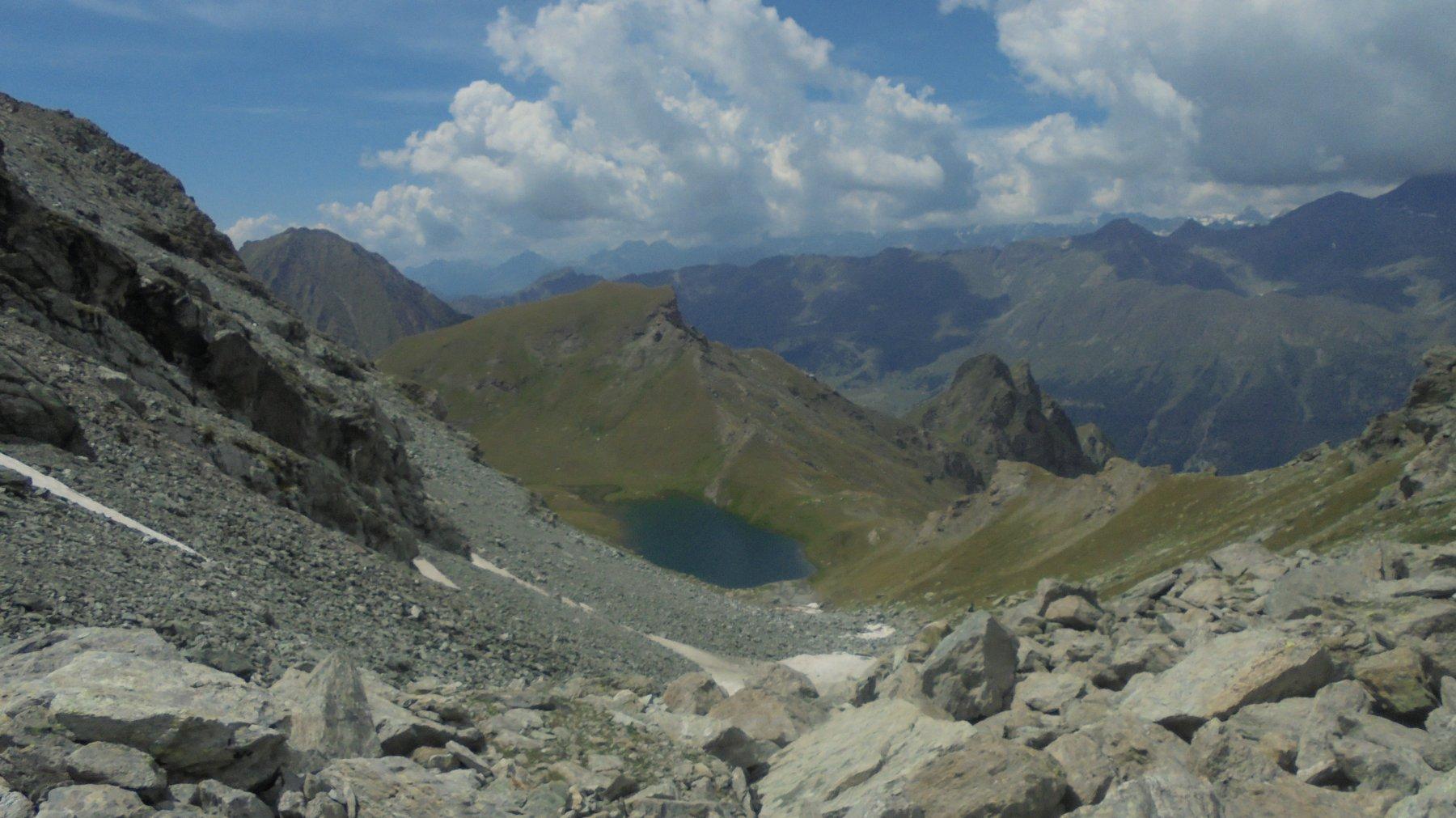 La pietraia che scende verso il lago Perrin