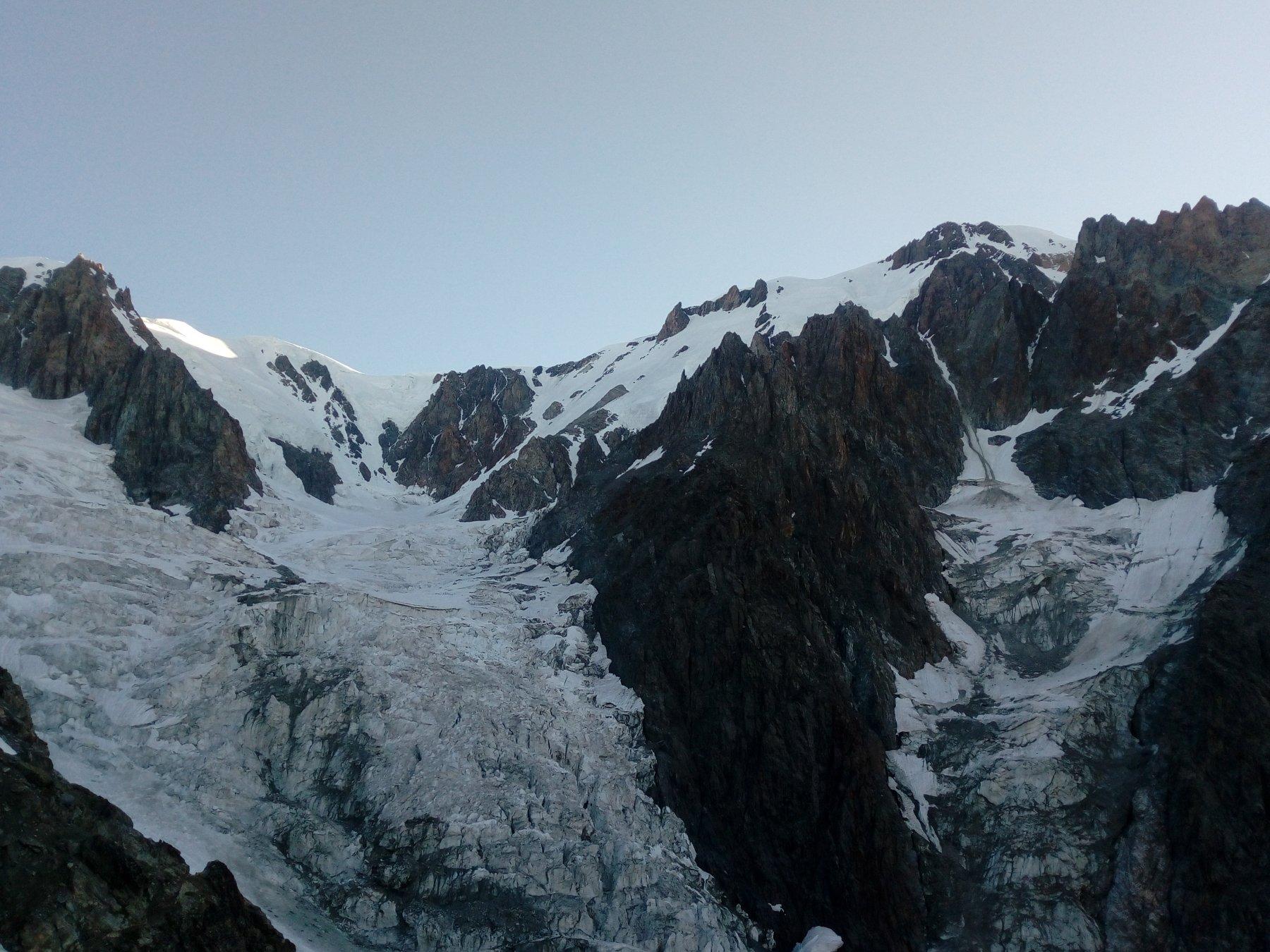 Veduta dal Rif.Gonella - Il BIANCO e i suoi ghiacci..
