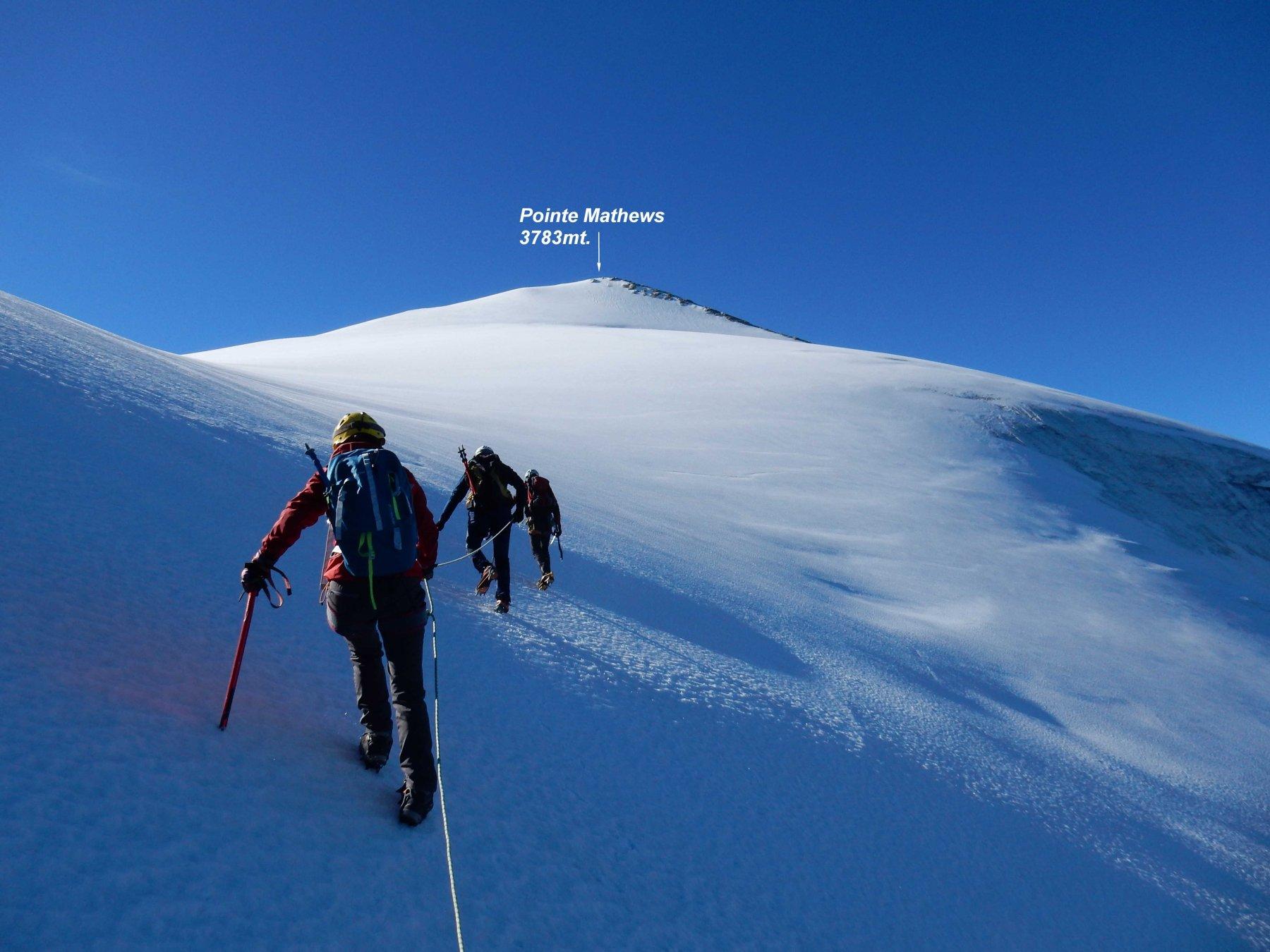 Fuori dal tratto ripido verso 3650mt. si arriva ad una larga sella glaciale