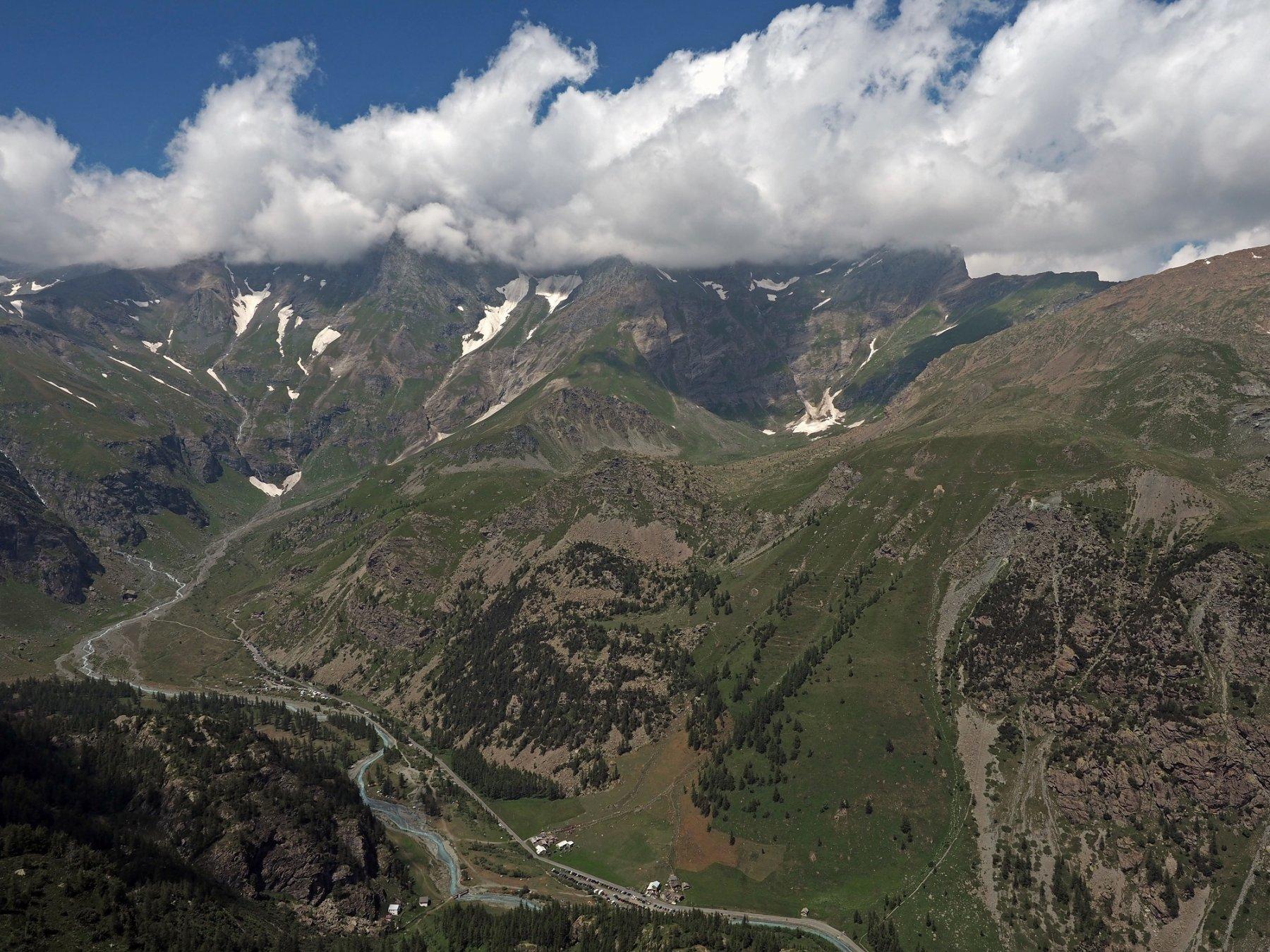 Panorama dalla Rocca Tovo, laggiù tra le nubi c'è la Ciamarella