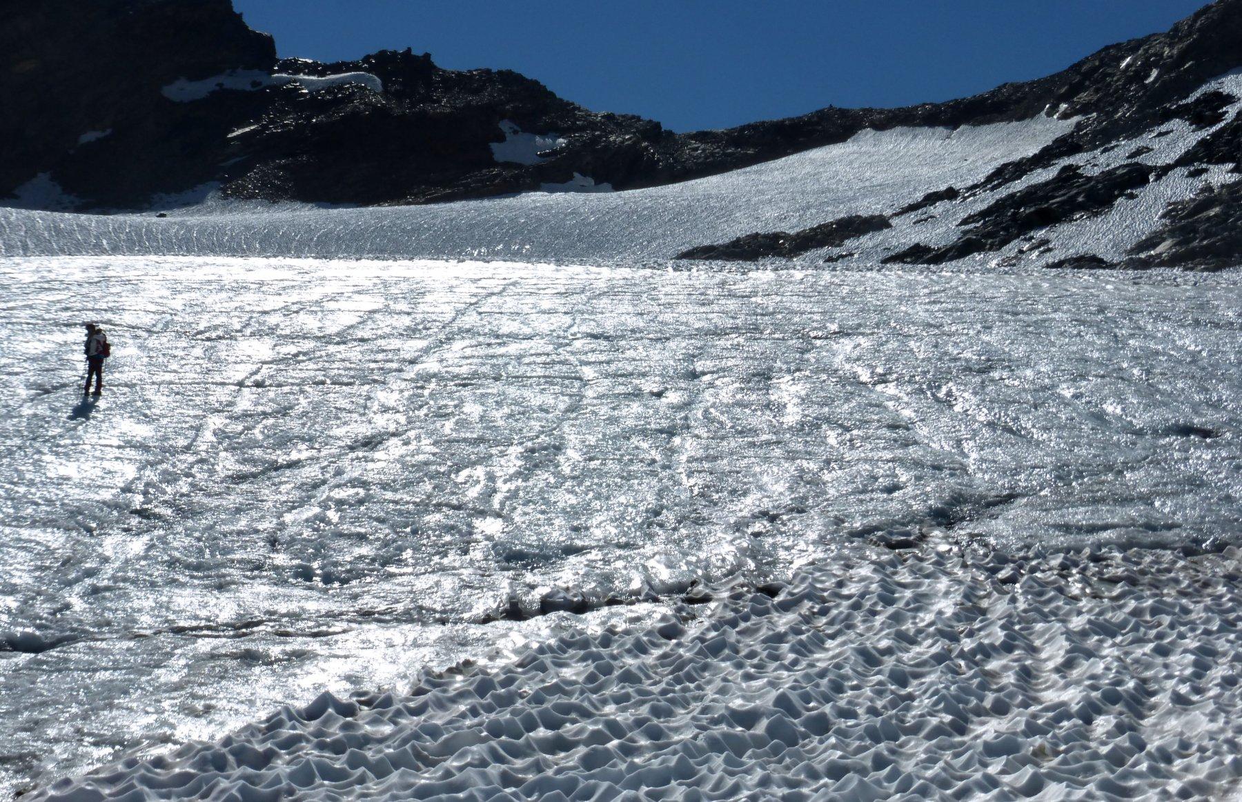 ghiacciaio scoperto + sul fondo ometto del colle