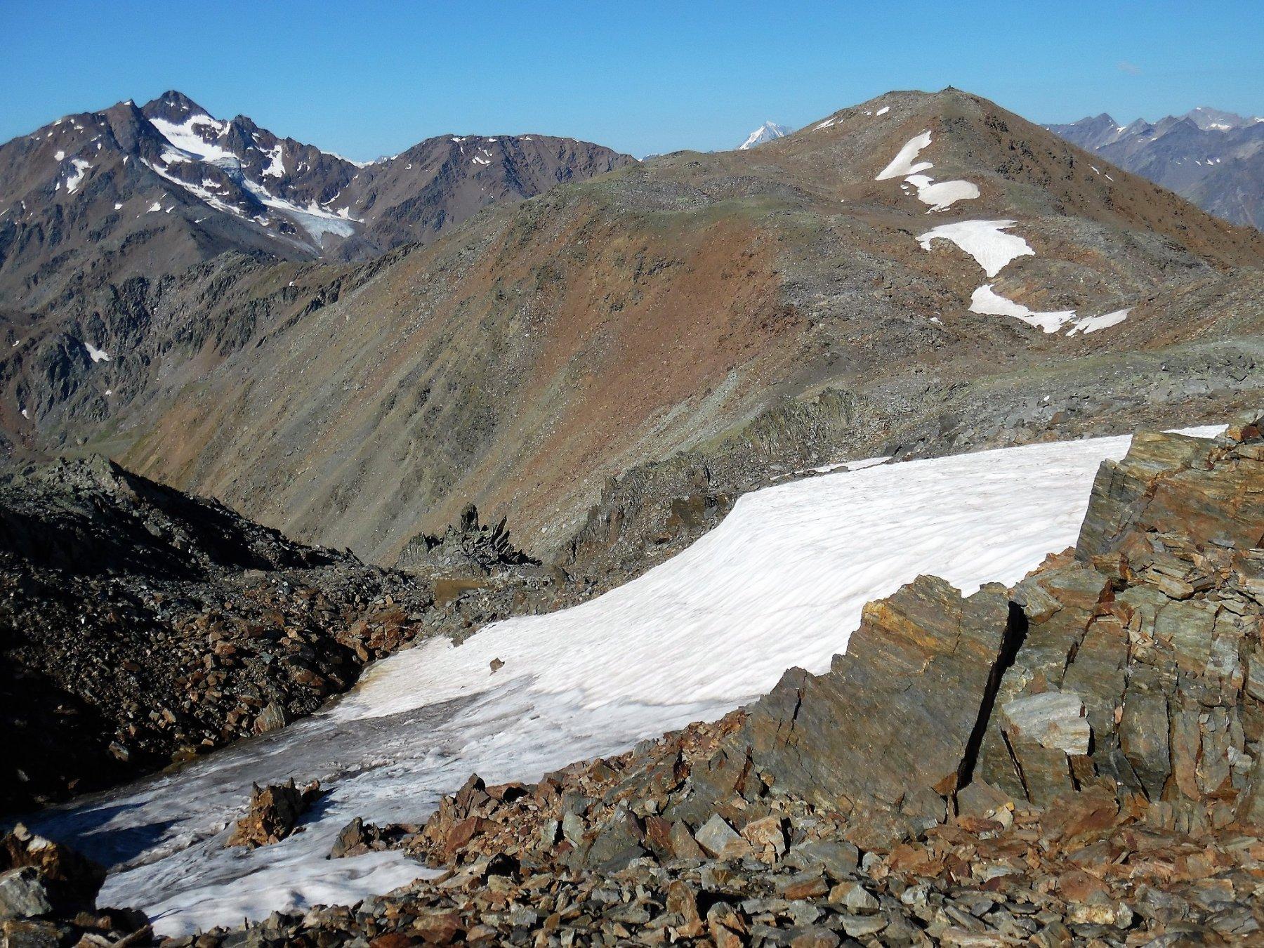 La lunga cresta fino al Gioveretto. A destra il Flimkanzel.