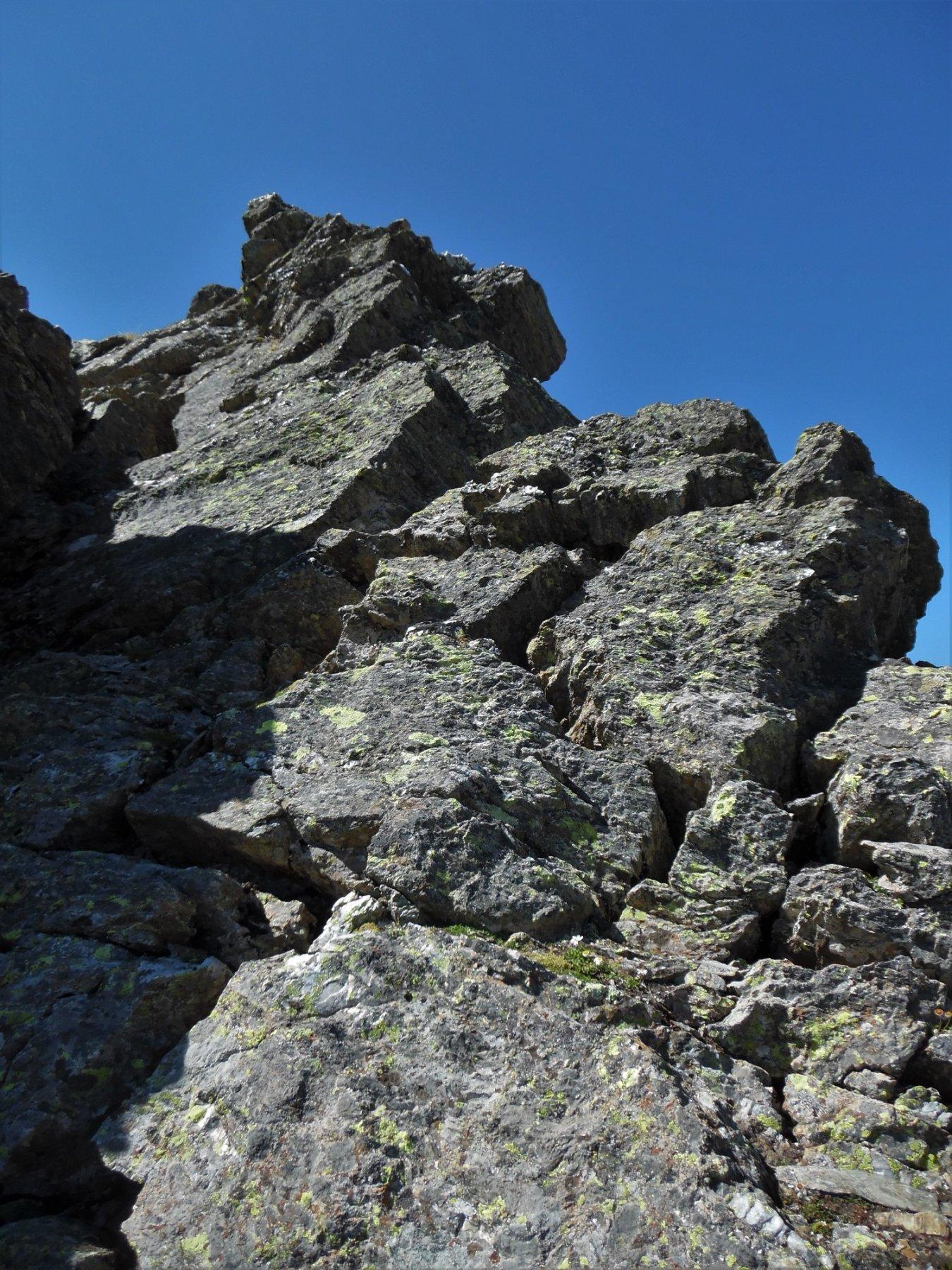Uno dei due brevi camini lungo la cresta