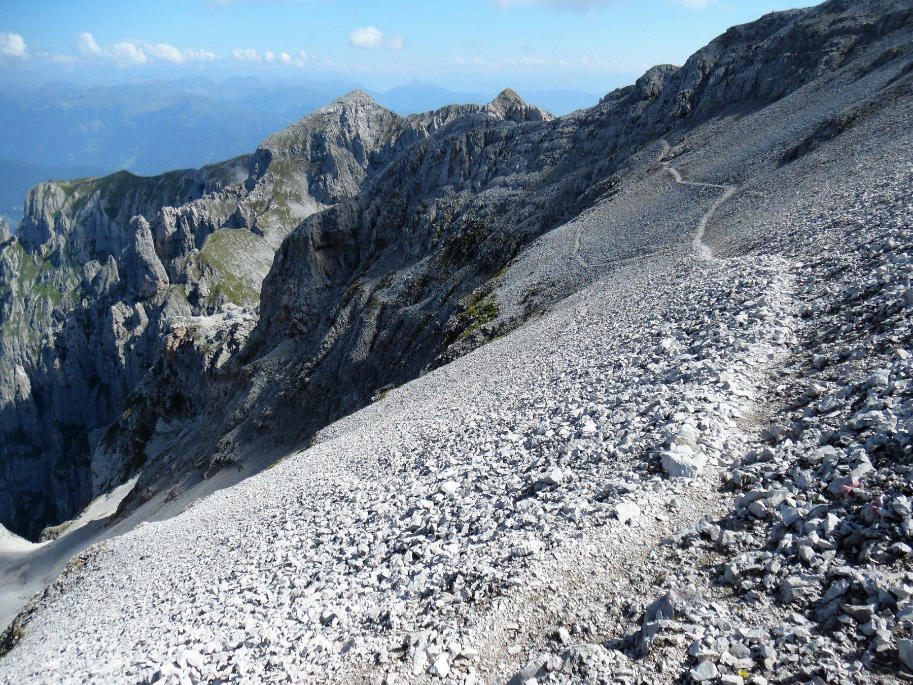 Continuazione del Sentiero Costanzi sotto Cima Sassara