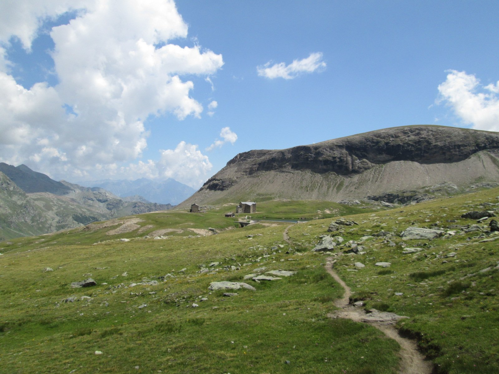 il sentiero 2 poco oltre il Rifugio Miserin