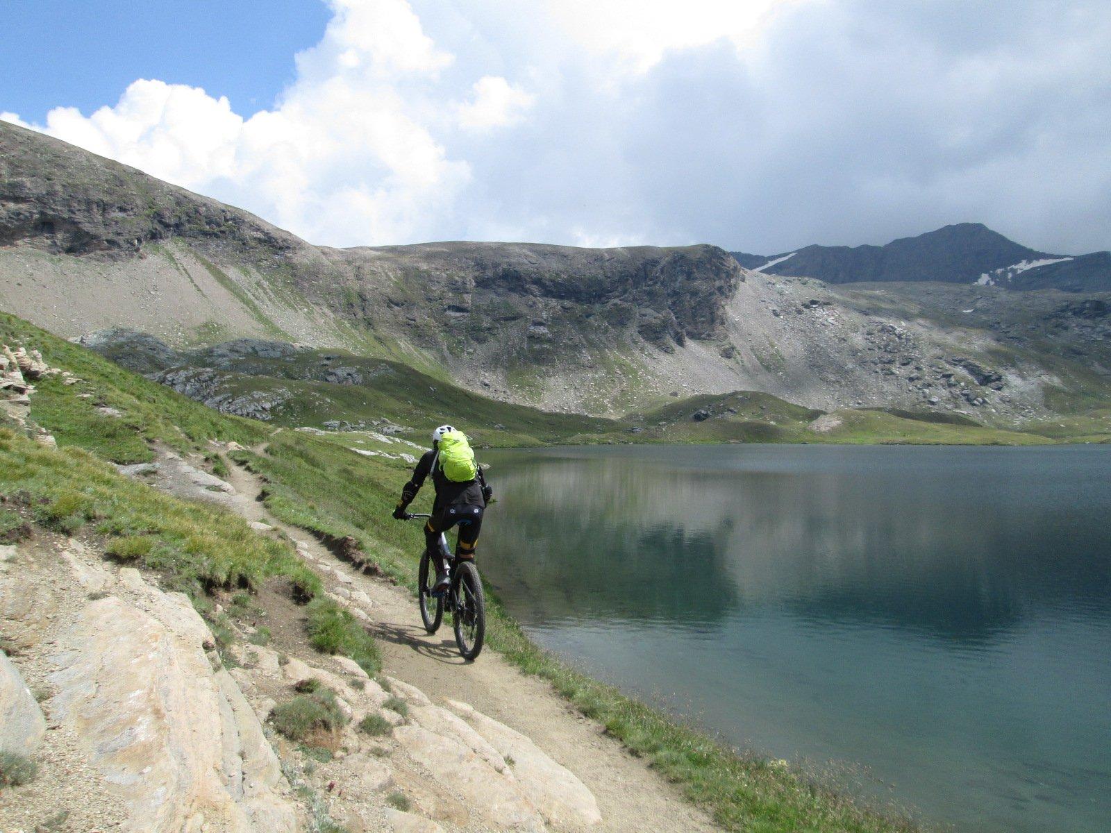 lungo il Lago Miserin