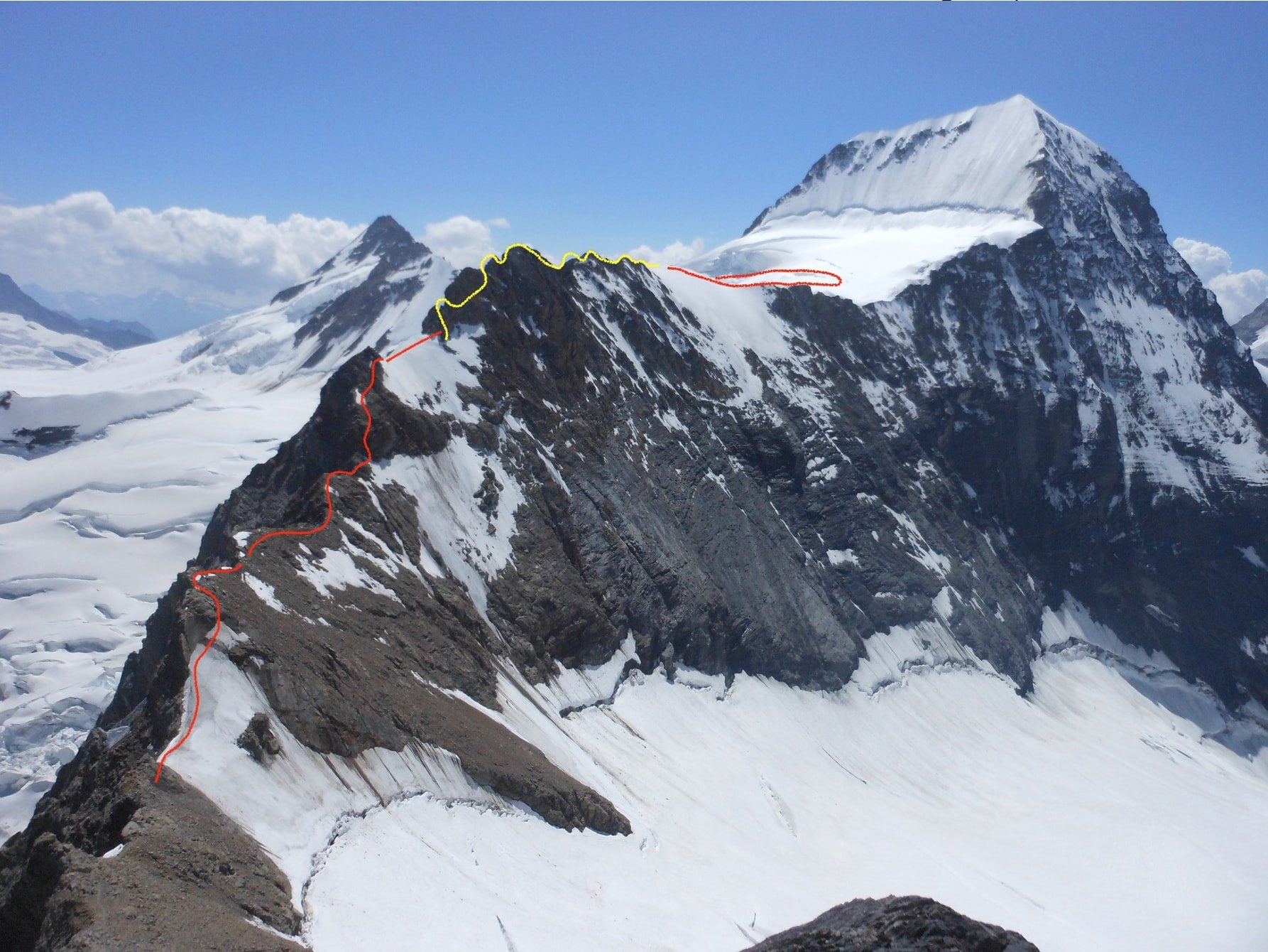 FOTO_20 Schema del percorso sulle creste di discesa. Sullo sfondo il Monch e il Jungfrau