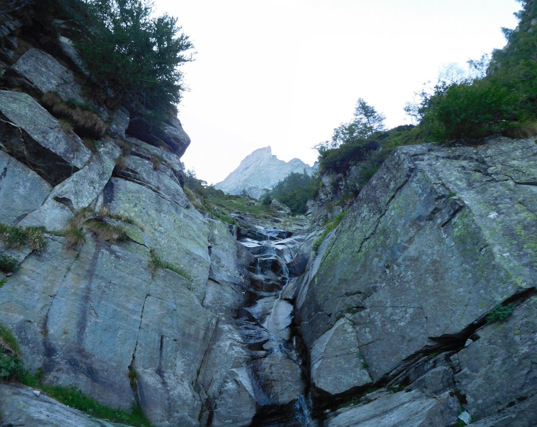 La cascatella dopo la quale abbiamo abbandonato il sentiero in traverso, iniziando a salire verso la Pioda.