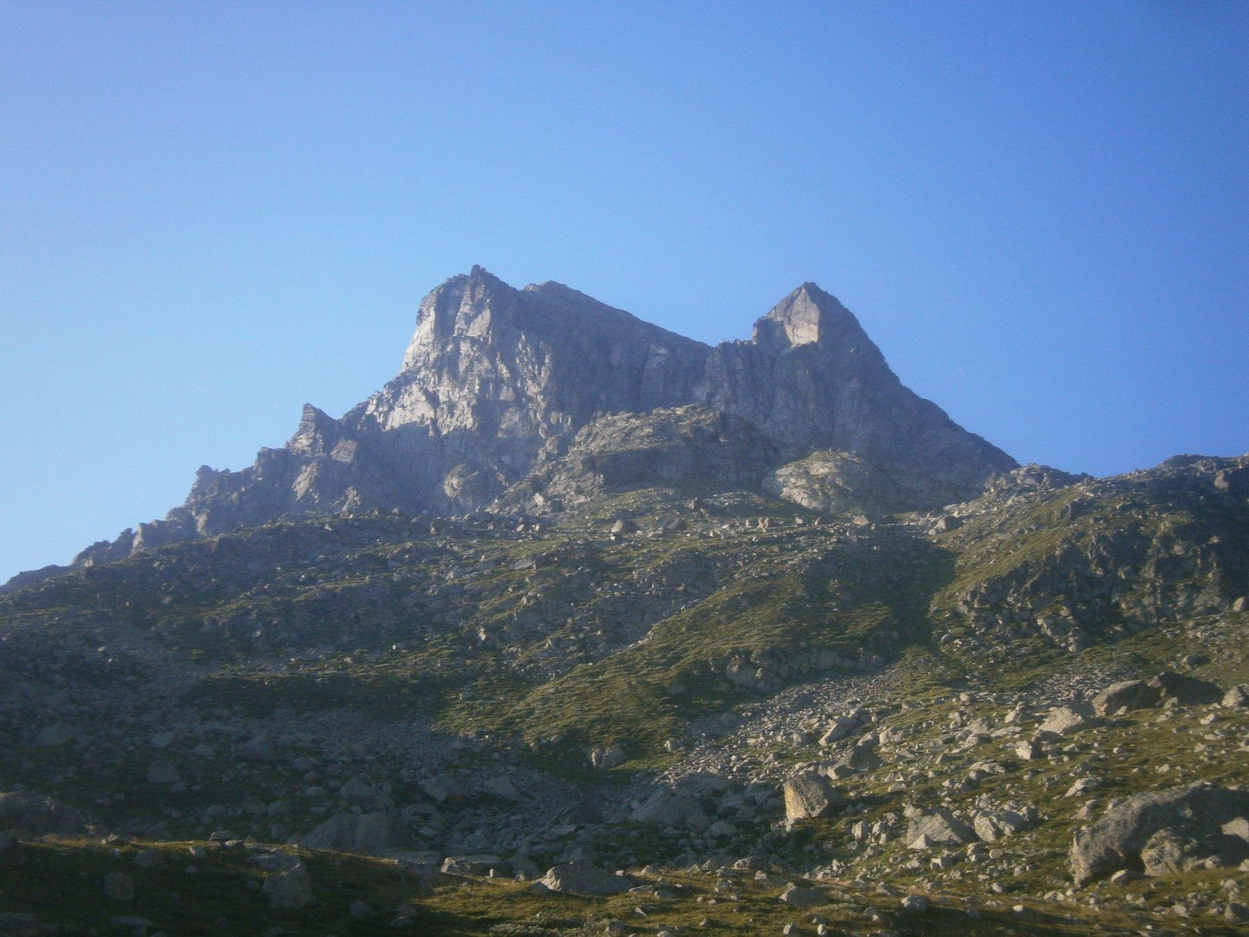 Viso Mozzo e rocca Trune dai pressi del lago Chiaretto