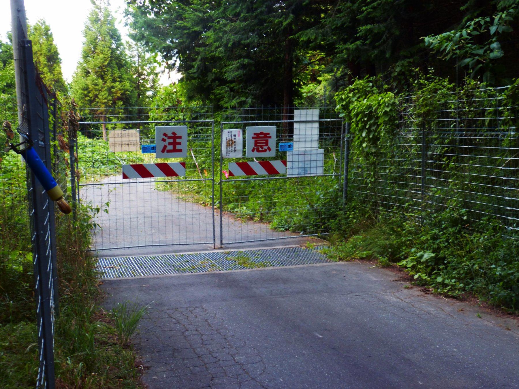 Cancello aprire/chiudere per accedere al parcheggio di Camping