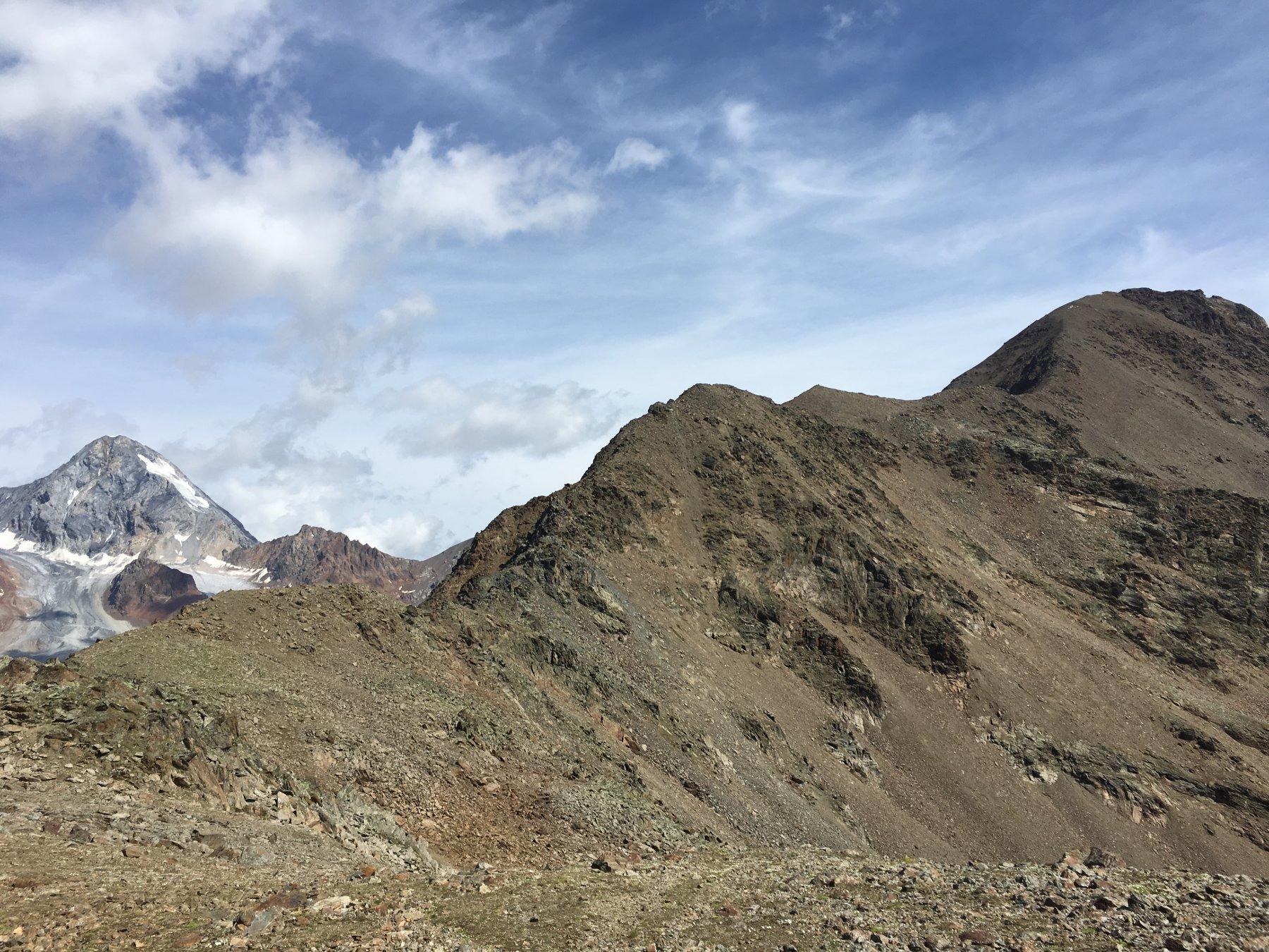 A sinistra il Gran Zebrù.i primi piano la cresta dal Monte Branca