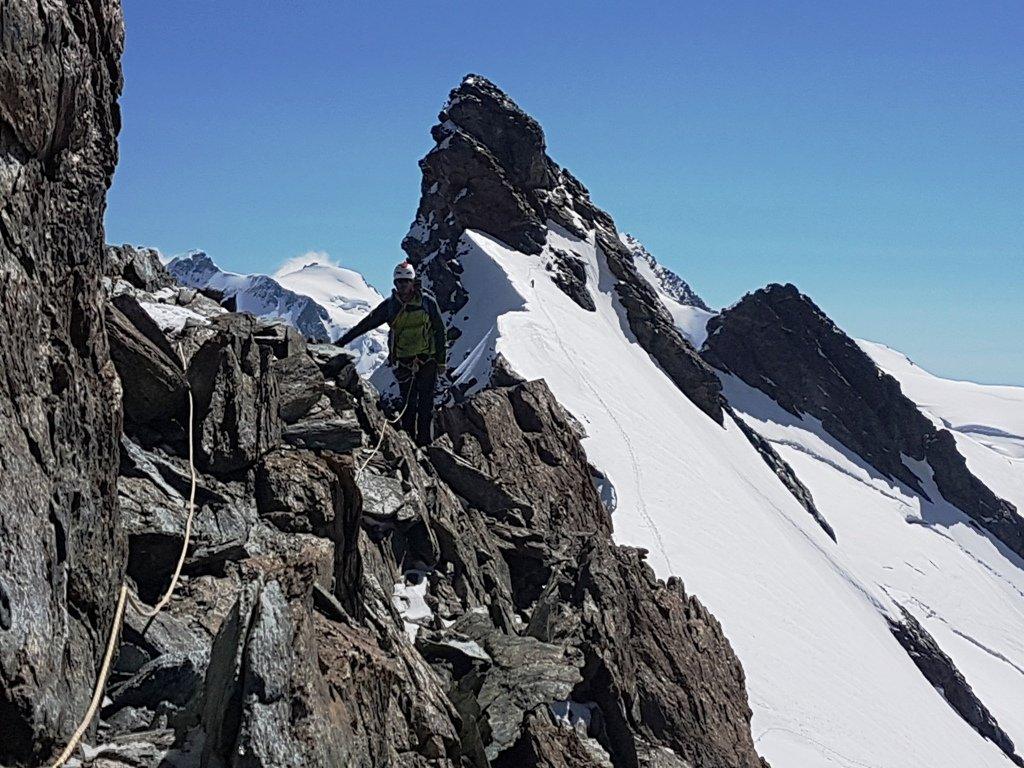 Sulle prime rocce del Centrale, dietro: Orientale e Gemello appena fatti.