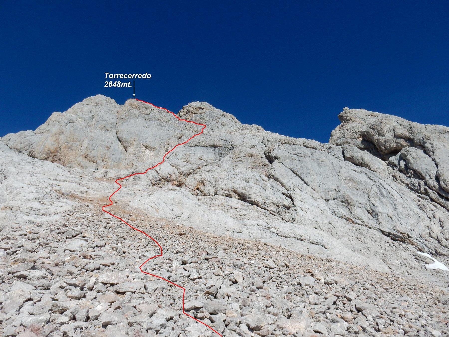 In rosso la traccia che sale al Torrecerredo.