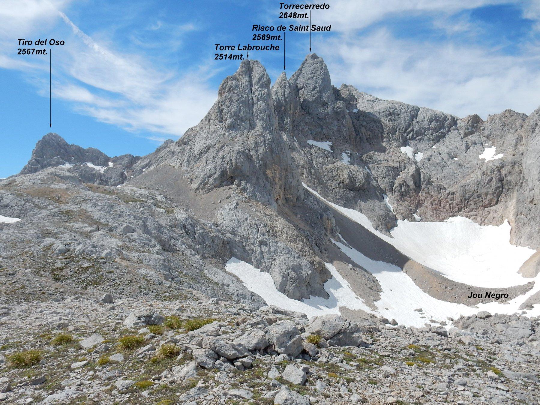 Passiamo nei pressi del Jou Negro,uno dei pochi nevai perenni dei Picos de Europa.