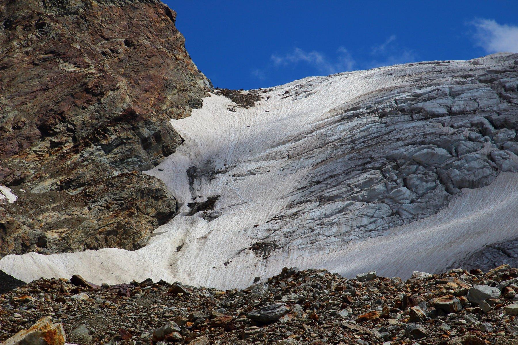 Il poco attraente accesso al ghiacciaio (foto Luca P.)