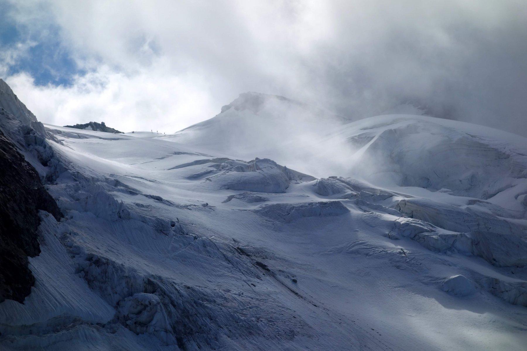 Fotografati da un'alpinista che si trovava sulla Tiefenmatten