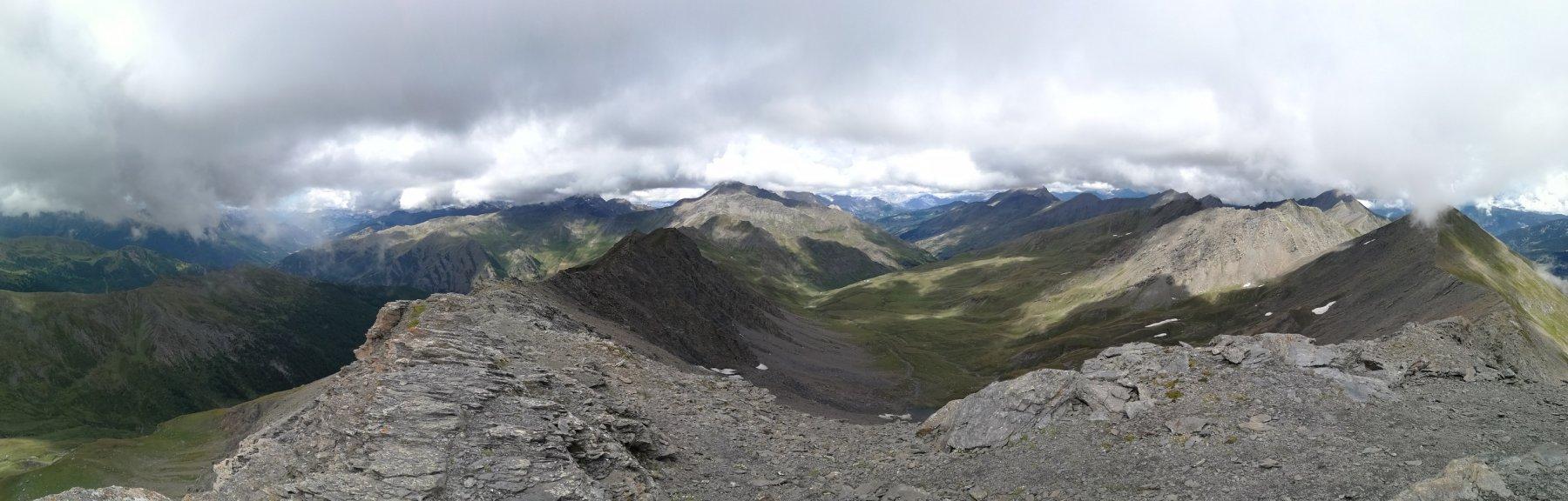 Magnifico panorama (coperto) dalla cima del Gran Queyron