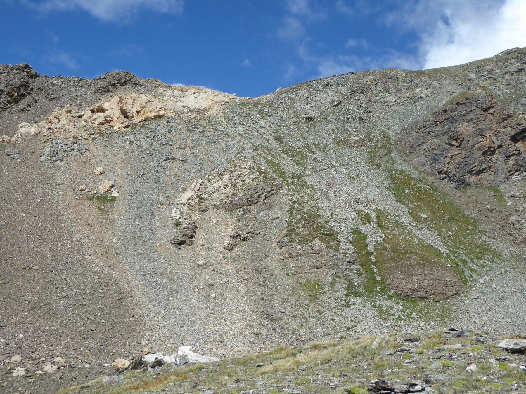 alla base della rampa finale per il col Rosset, a destra passa il sentiero