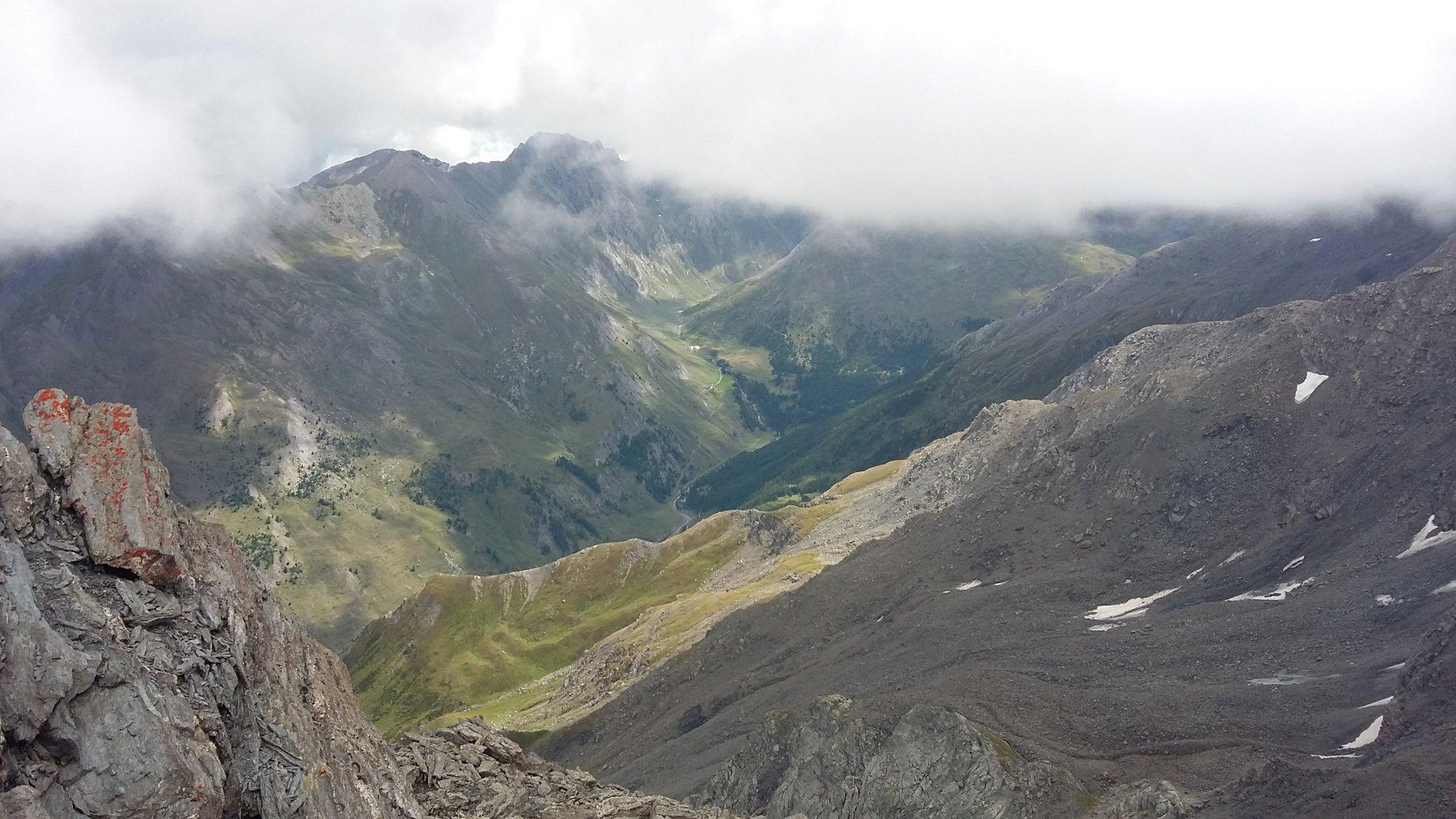 Dalla cima la Val Lunga e Alpe Plane