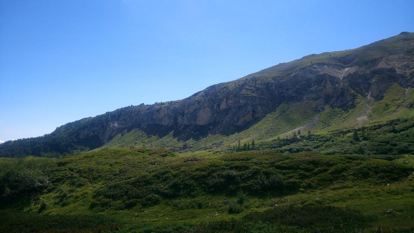 Le bastionate sopra al Pertus di Romean nel vallone del Tiraculo