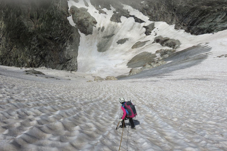 discesa ripida sul ghiacciaio