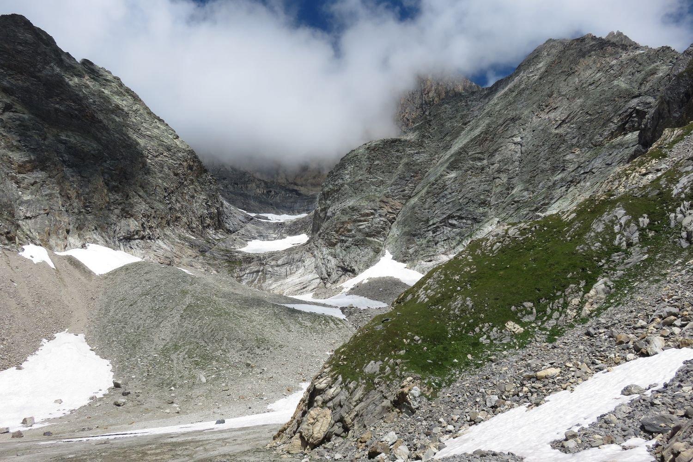 il vallone di discesa sotto il ghiacciaio
