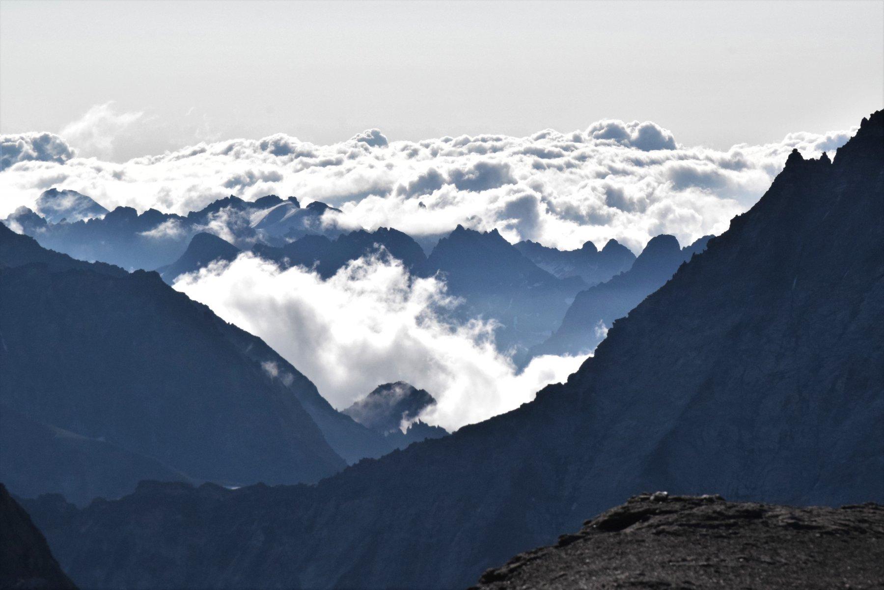 nuvole e giochi di luce verso il fondovalle