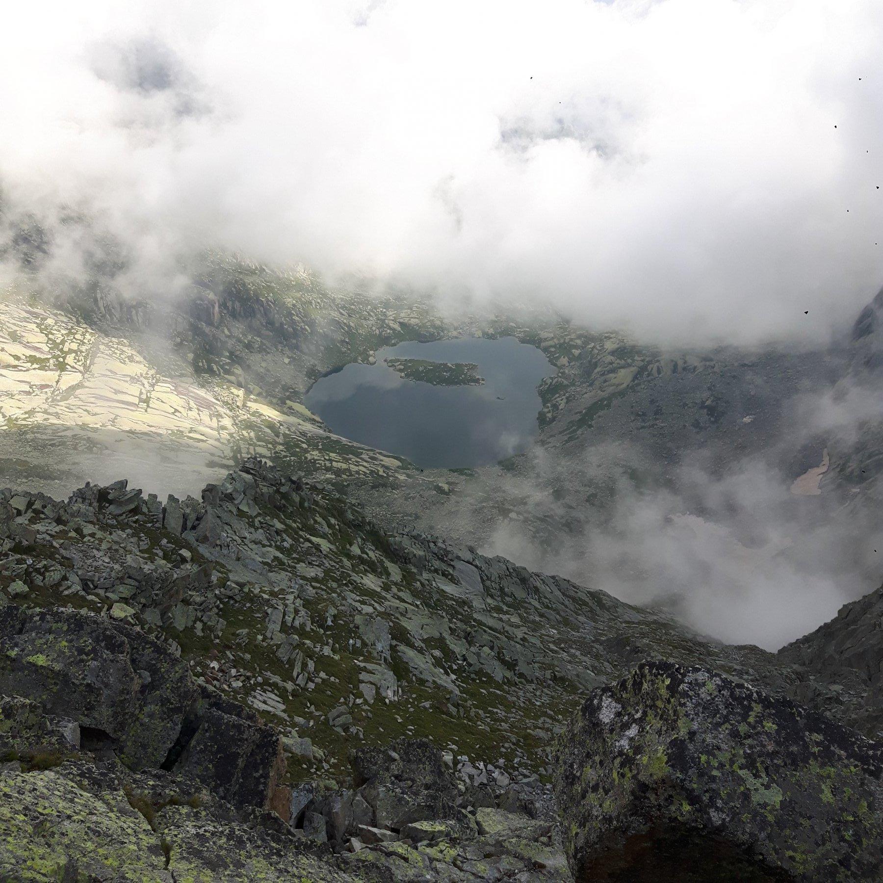 Lago Lazin tra le nebbie