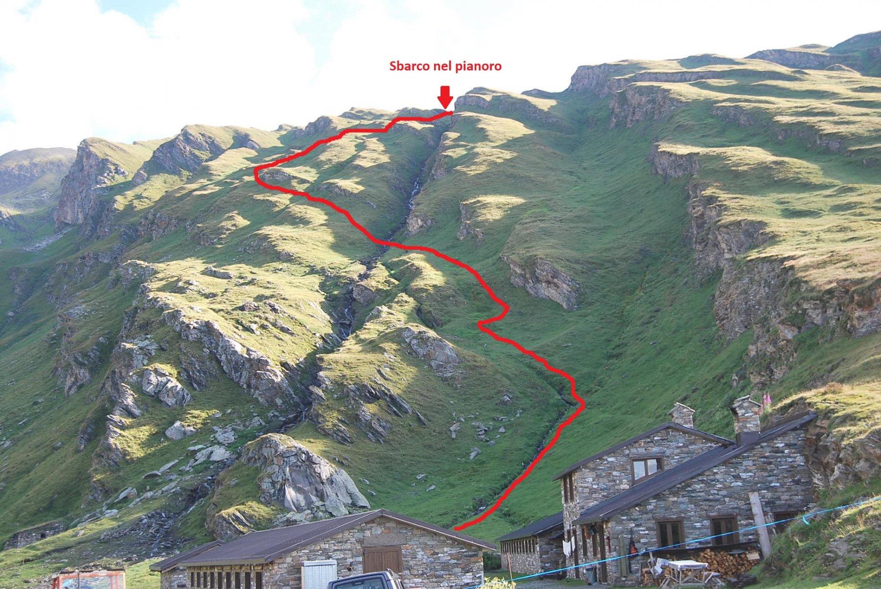 Il primo tratto della via di salita, dall'alpeggio di Bonalex al pianoro