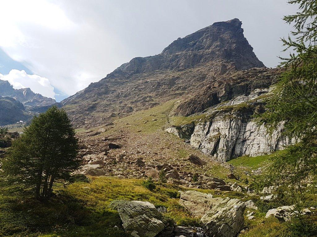 La montagna e lo spigolo Sud - Est.