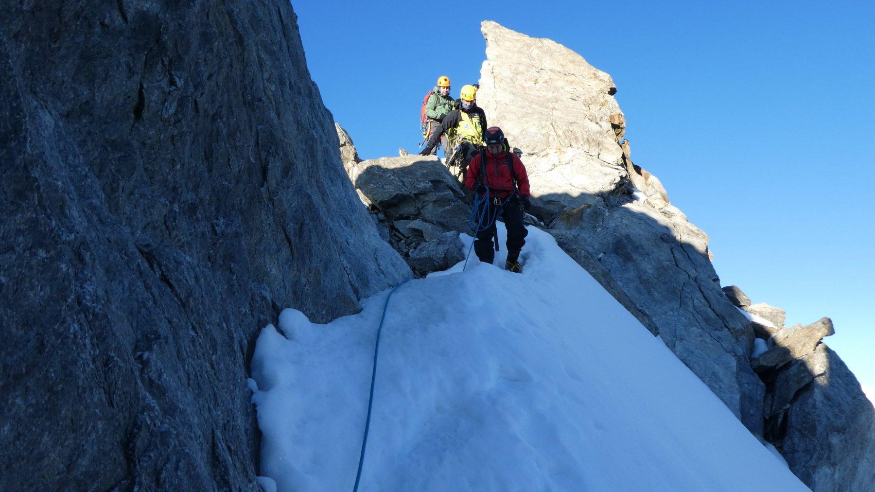 scavalcando la quota 3933 m lungo la cresta di Rochefort