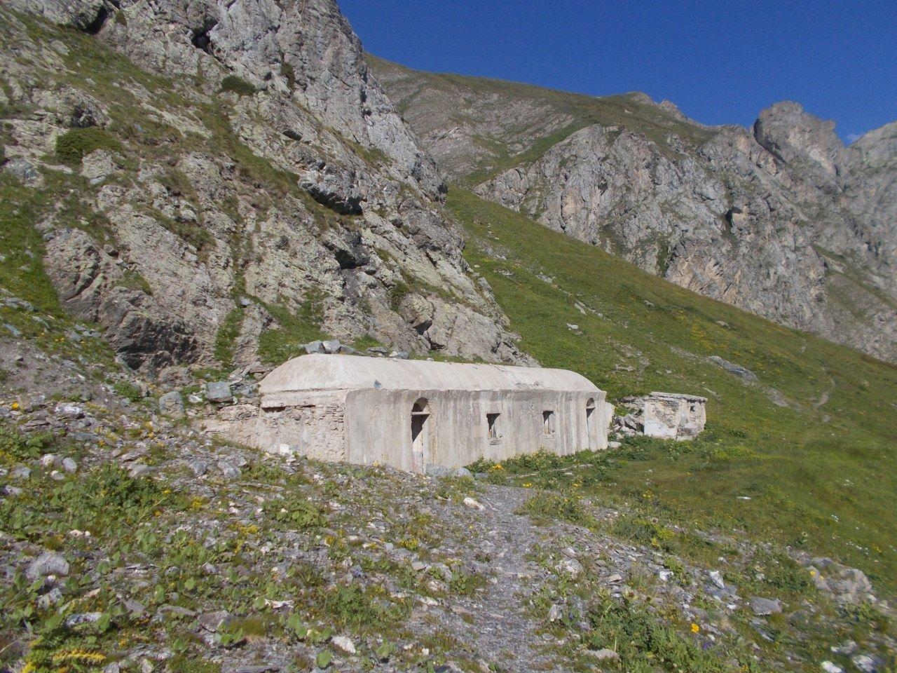 la casermetta bunker dopo Colle Chausis