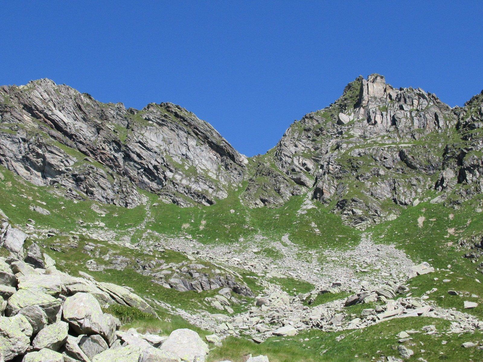 Punta Grand a dx, Cit Pontalonet a sx, al centro il colle degli Orti