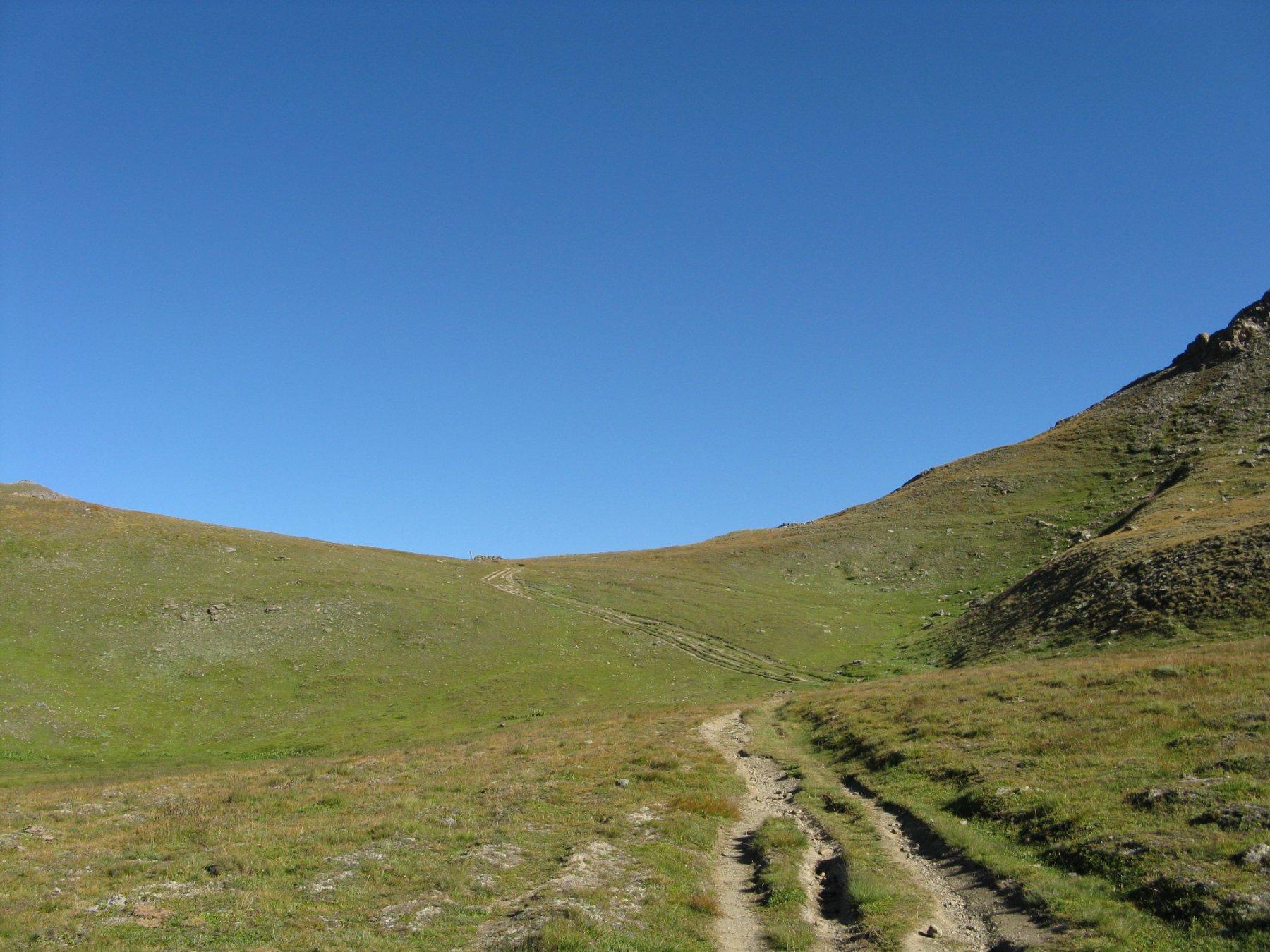laggiù il Col de Sellieres mt. 2.640