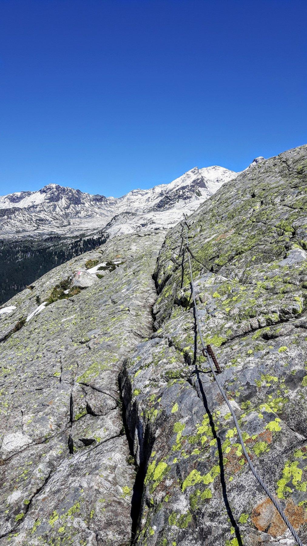 un tratto attrezzato del sentiero 8 che parte dal rifugio
