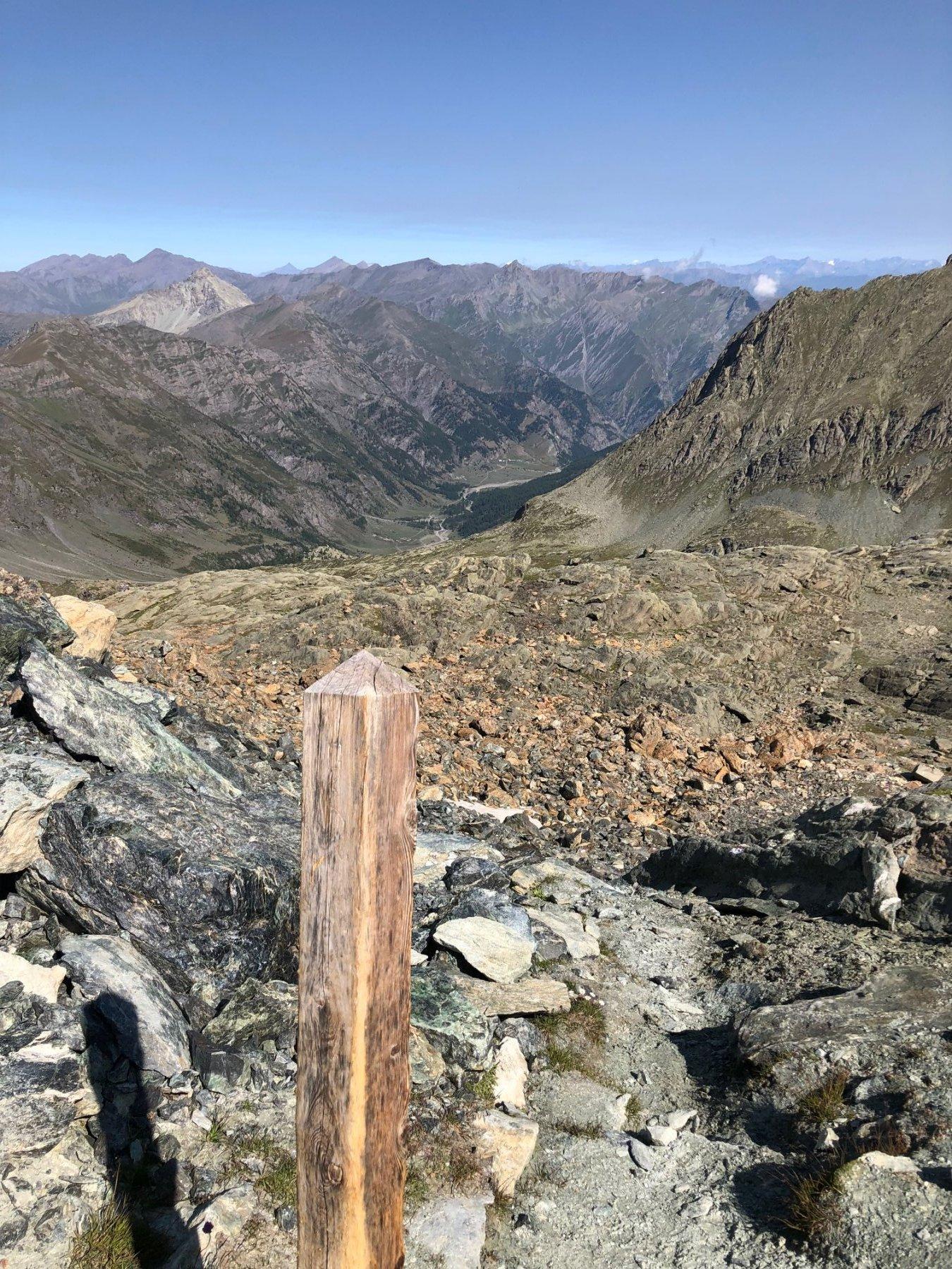 """Dal Passo del Seillerino"""" uno sguardo verso la Val Pellice. In lontananza la Conca del Pra"""