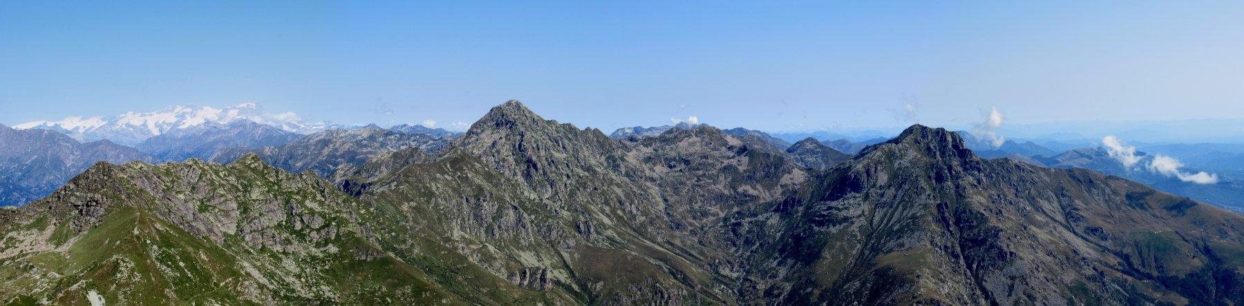 Montagne Biellesi e sullo sfondo il Monte Rosa