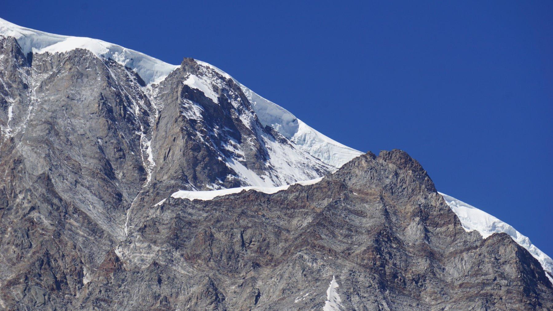 La cresta vista dal piazzale di Macugnaga prima della partenza