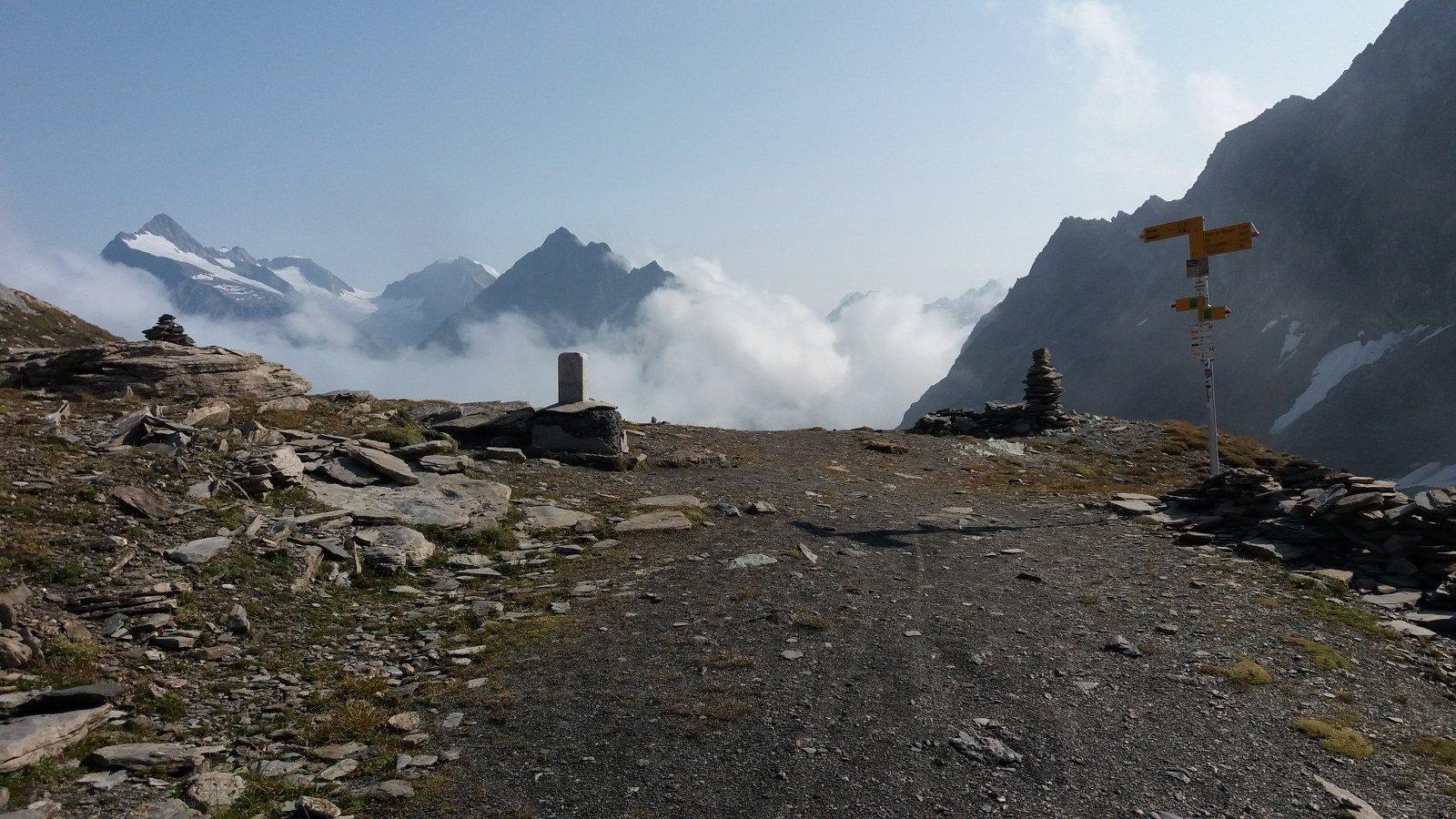 Col Fenetre e nebbie vaganti in Svizzera